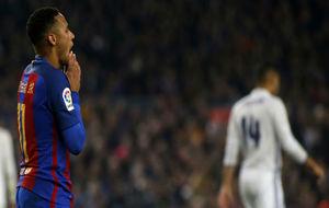 Neymar lamenta una acción en el Clásico del Camp Nou