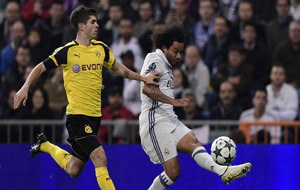 Pulisic presiona a Marcelo.