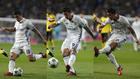 James pone el balón de gol a Benzema
