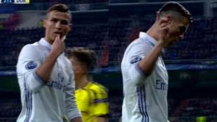 Ronaldo, recriminando los pitos al Bernabéu.