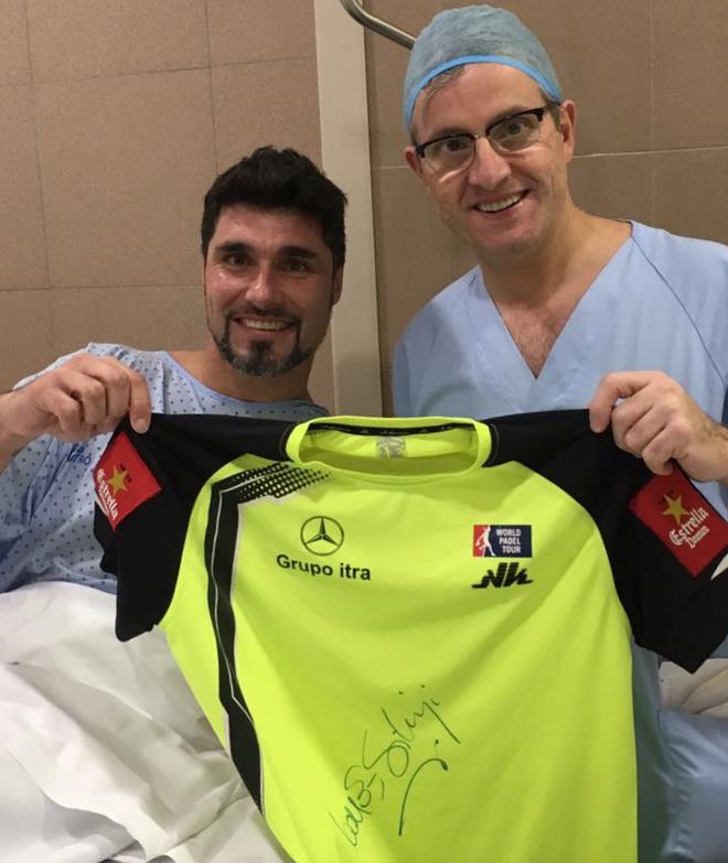 Agustín Gómez Silingo junto al doctor Manuel Leyes tras la...