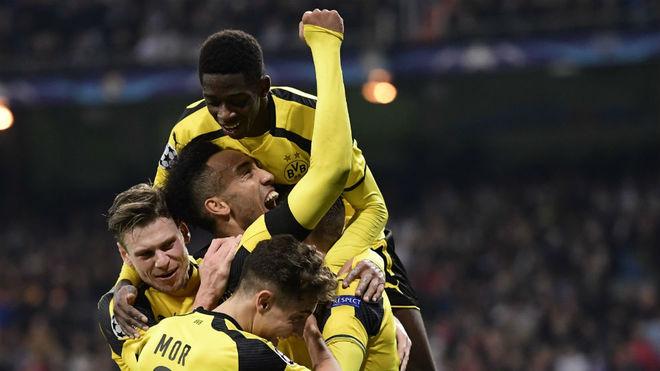 Los jugadores del Borussia Dortmund celebran un gol en el Beranabéu.
