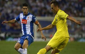 Javi López en un partido contra el Villarreal.