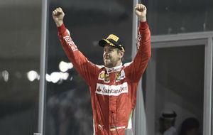 Sebastian Vettel celebrando su podio en Abu Dabi
