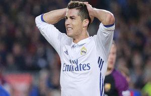 Cristiano Ronaldo se lleva las manos a la cabeza