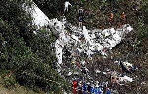 Así quedó parte del avión en el que viajaba el Chapecoense.
