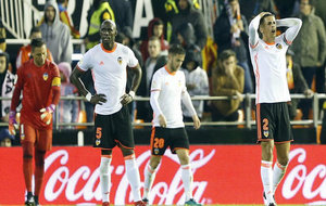 Mangala, Diego Alves y Cancelo se lamentan de un gol encajado en...