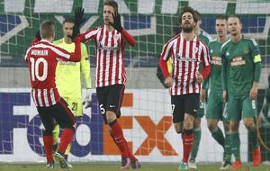 Los jugadores del Athletic celebrando el tanto ante el Rapid de Viena