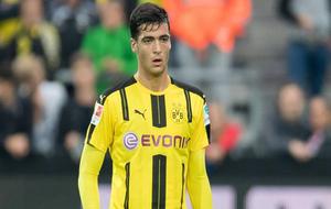 Mikel Merino durante un partido del Borussia Dortmund
