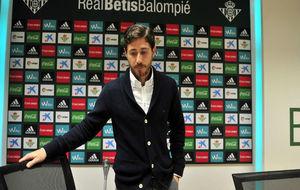 Víctor Sánchez del Amo llega a la sala de prensa este viernes.