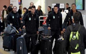Los jugadores del Atlético Nacional tras su llegada al aeropuerto de...