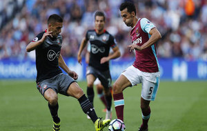 Arbeloa intenta un regate en el duelo ante el Southampton.
