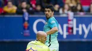 Suárez, en un mano a mano con Nauzet.