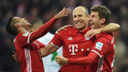 Robben, Thiago y Müller celebran uno de los goles del Bayern.