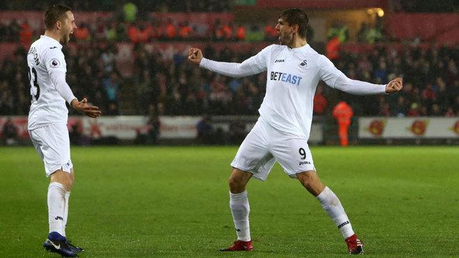 Llorente celebra uno de sus goles al Sunderland.