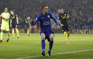 Vardy celebra su primer gol al City.