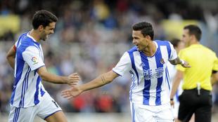 Willian José marcó los dos primeros goles de la Real y luego se...