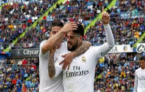 James e Isco celebran un gol del malagueño