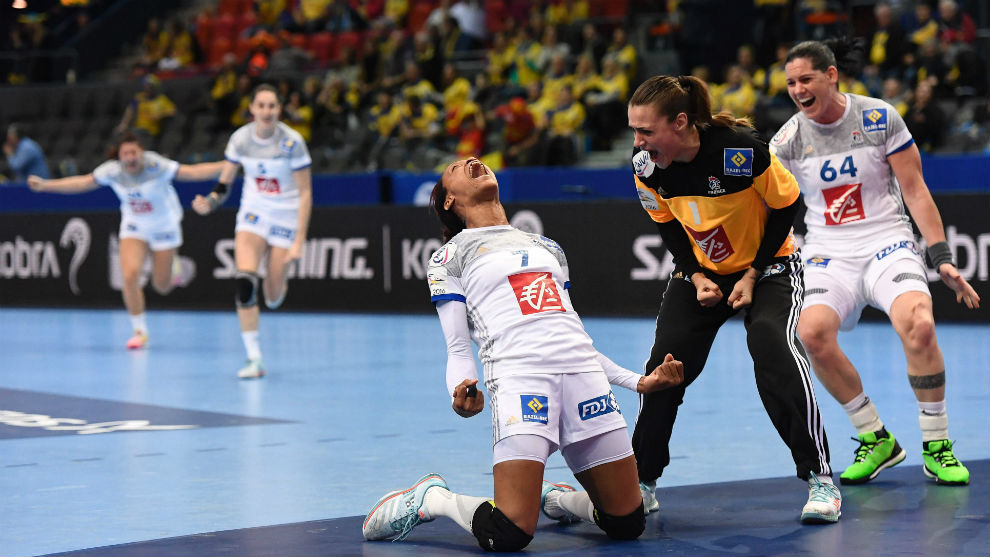 Pineau celebra el gol de la victoria que marcó a puerta vacía.