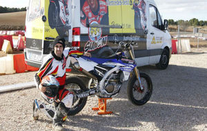 Juli�n Sim�n, con la moto entrenando el Superprestigio.