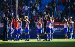 Las jugadoras del Atlético de Madrid saludan al público del Vicente...