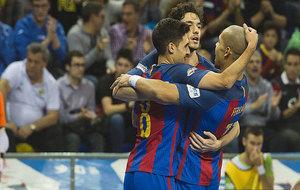 Los jugadores del Barça celebran uno de sus goles.