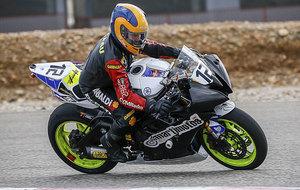 Min Grau (71), sobre su Yamaha en las 3 Horas Rodi en el circuito de...