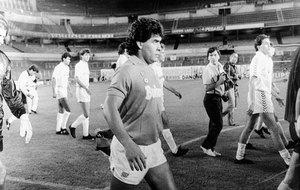 Maradona, en el Bernabéu a puerta vacía.