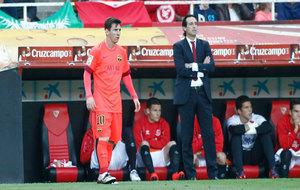 Emery, junto a Messi en un Sevilla-Barça