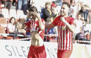 Fidel celebra el gol de penalti anotado el pasado domingo frente al...