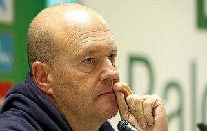 Pepe Mel, en una rueda de prensa en su etapa como entrenador del...