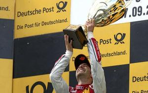 Miguel Molina celebrado su primera victoria en el DTM