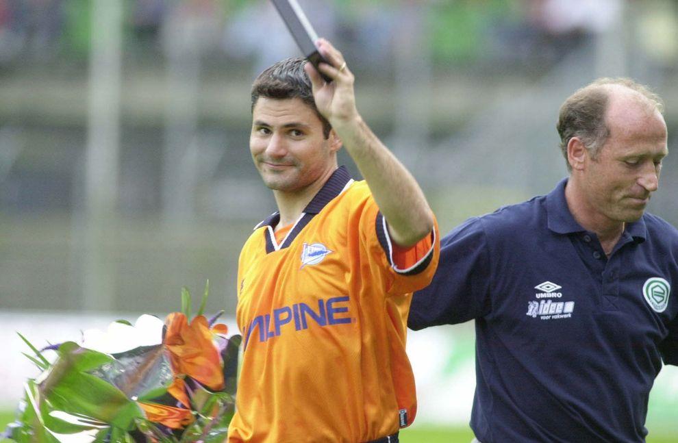 Estuvo en el equipo vitoriano de 1998 al año 2004. Este delantero...
