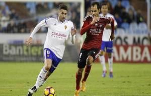 Cani y Ortiz durante el Zaragoza-Mirandés ... dos de los equipos que...