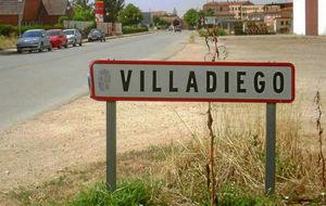 Cartel de entrada en el pueblo de Villadiego.