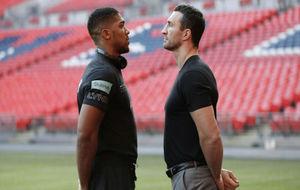 Anthony Joshua y Wladimir Klitschko durante la presentación de su...