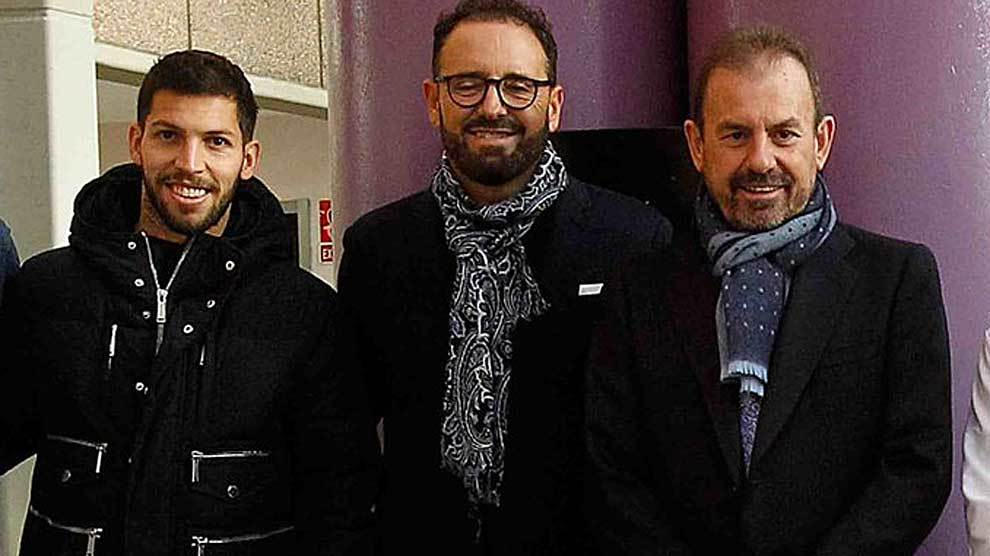 El presidente Ángel Torres, junto a Bordalás y Dani Pacheco en el...