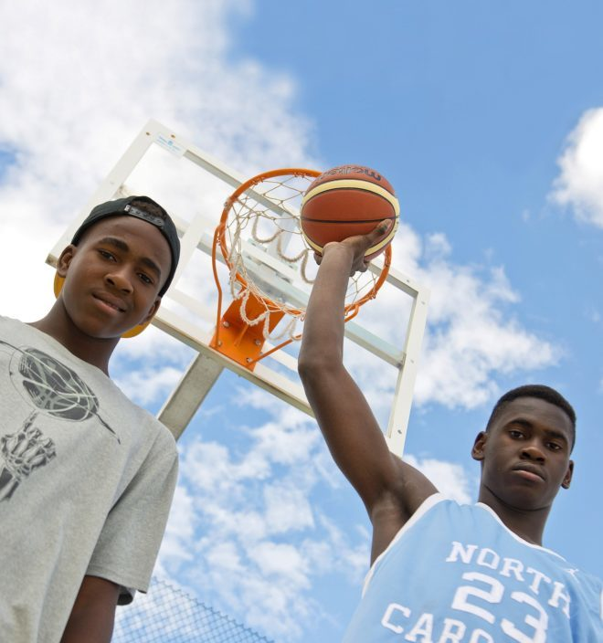 Usman y Sadiq Garuba posando para el diario El Mundo