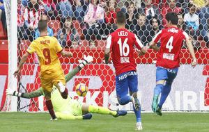 Vietto, en el momento de marcar un gol a Cuéllar en el partido que...