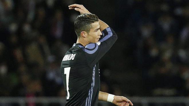 Cristiano Ronaldo se lamenta tras fallar una ocasión ante el América...