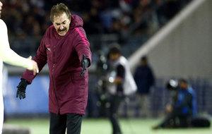 La Volpe critica una acción durante el América-Real Madrid.