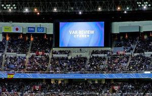 El marcador anuncia una jugada revisada en vídeo en un partido del...