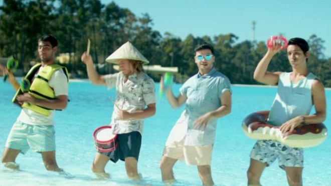 Fotograma del videoclip de 'Pasarla bien'