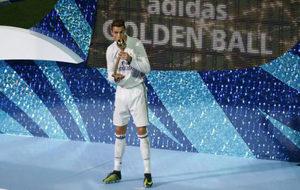 Cristiano Ronaldo, con el premio de MVP del Mundial de Clubes