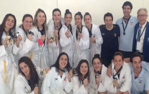 La selección española, con sus medallas de plata.