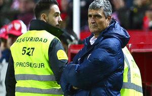 Juande Ramos con gesto serio en el Pizjuán el pasado sábado.