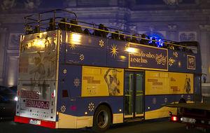 Los tenistas, en el  bus de la Navidad