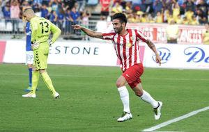 Chuli (25), celebrando un tanto con el Almería esta temporada.