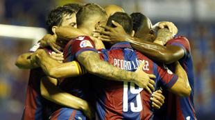 Los jugadores del Levante celebran un gol anotado en el presente curso