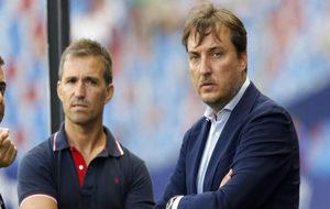 El presidente del Levante, Quico Catalán, junto al director deportivo...